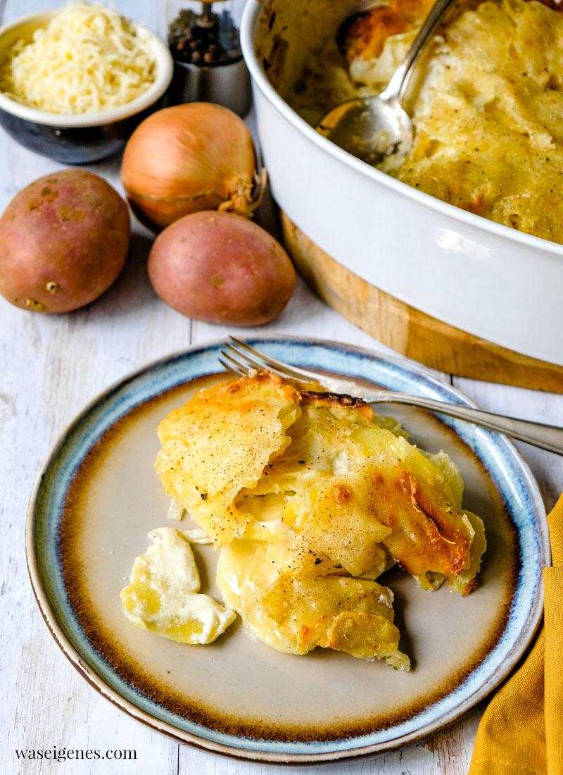 Rezept: Kartoffelgratin - Ein Klassiker aus dem Ofen mit Kartoffeln, Crème Leicht, Zwiebel & Muskatnuss | waseigenes.com | Was koche ich heute? Rezepte für die Familie