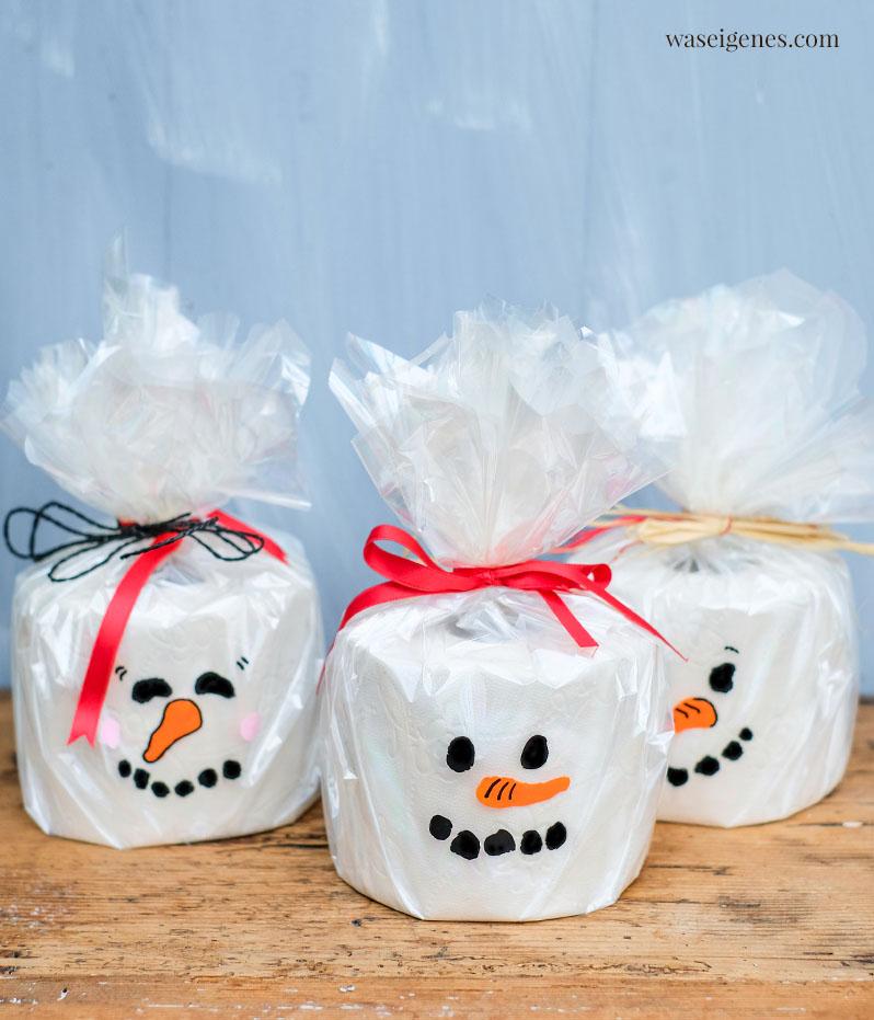 DIY Toilettenpapier Schneemann | Weihnachtsgeschenk Inspiration, kleine Aufmerksamkeit | waseigenes.com