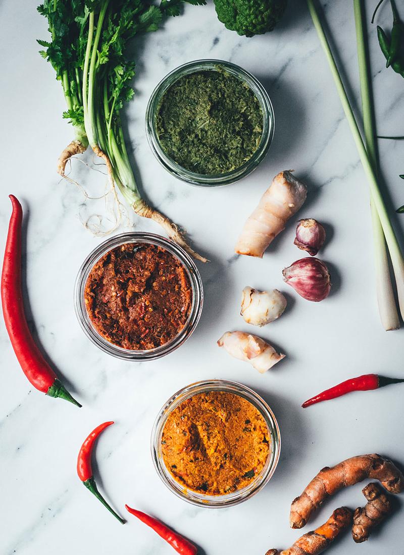 Rote, grüne und gelbe Currypaste für Thai-Curry selber machen von moey's kitchen | Curry aus dem Thermomix