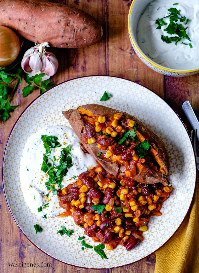 Rezept: Gebackene Süßkartoffel mit Mais-Kidneybohnen-Mix und Kräuterquark | fix auf dem Tisch - ein schnelles Homeoffice Mittagessen | Was koche ich heute? | waseigenes.com