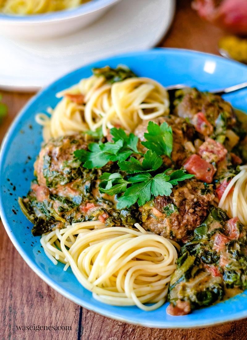 Rezept: Fleischbällchen in Kokos-Curry-Soße mit Blattspinat und Spaghetti   waseigenes.com   Was koche ich heute?