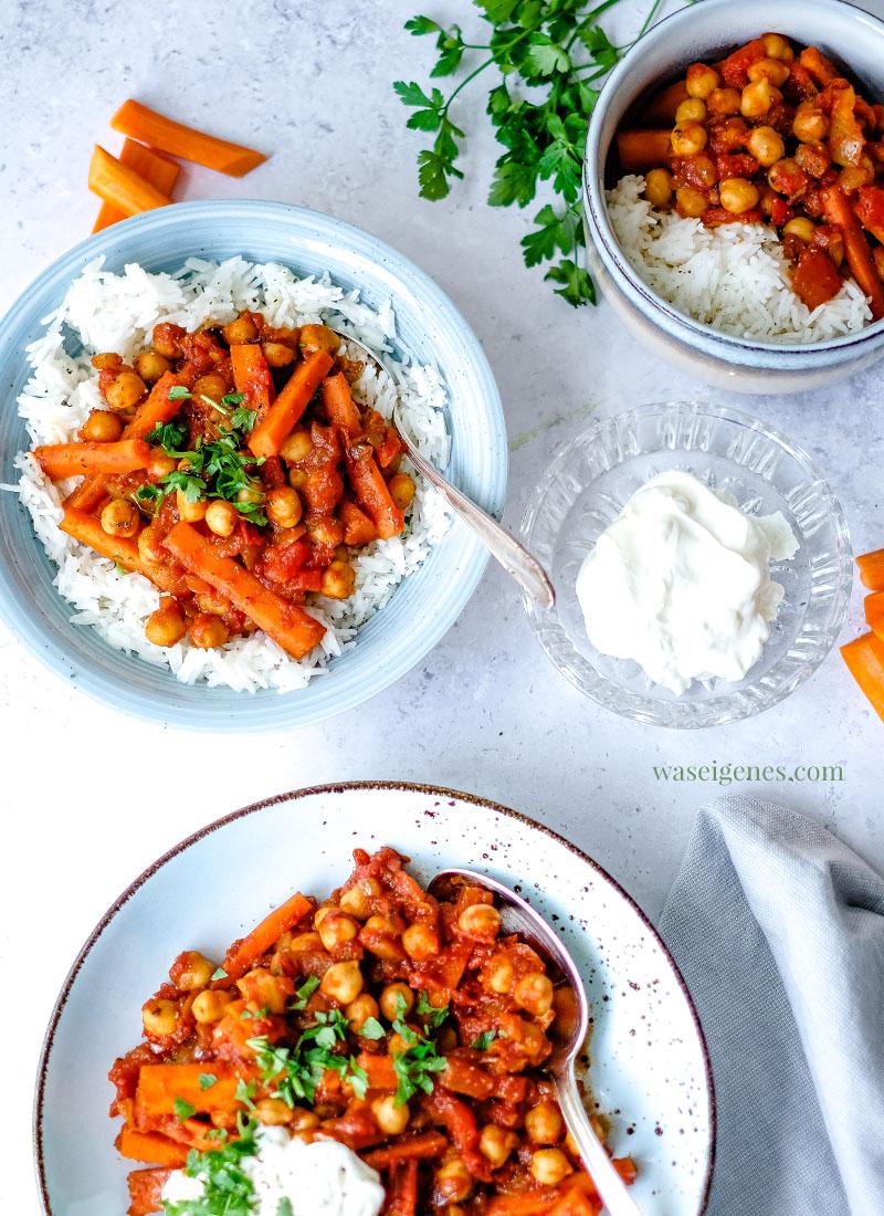 Rezept: Kichererbsen-Curry mit Möhren, Kokosmilch und gehackten Tomaten. Dazu schmeckt: Reis und Naturjoghurt | Was koche ich heute? Rezepte für die Familie | Fix auf den Tisch | waseigenes.com