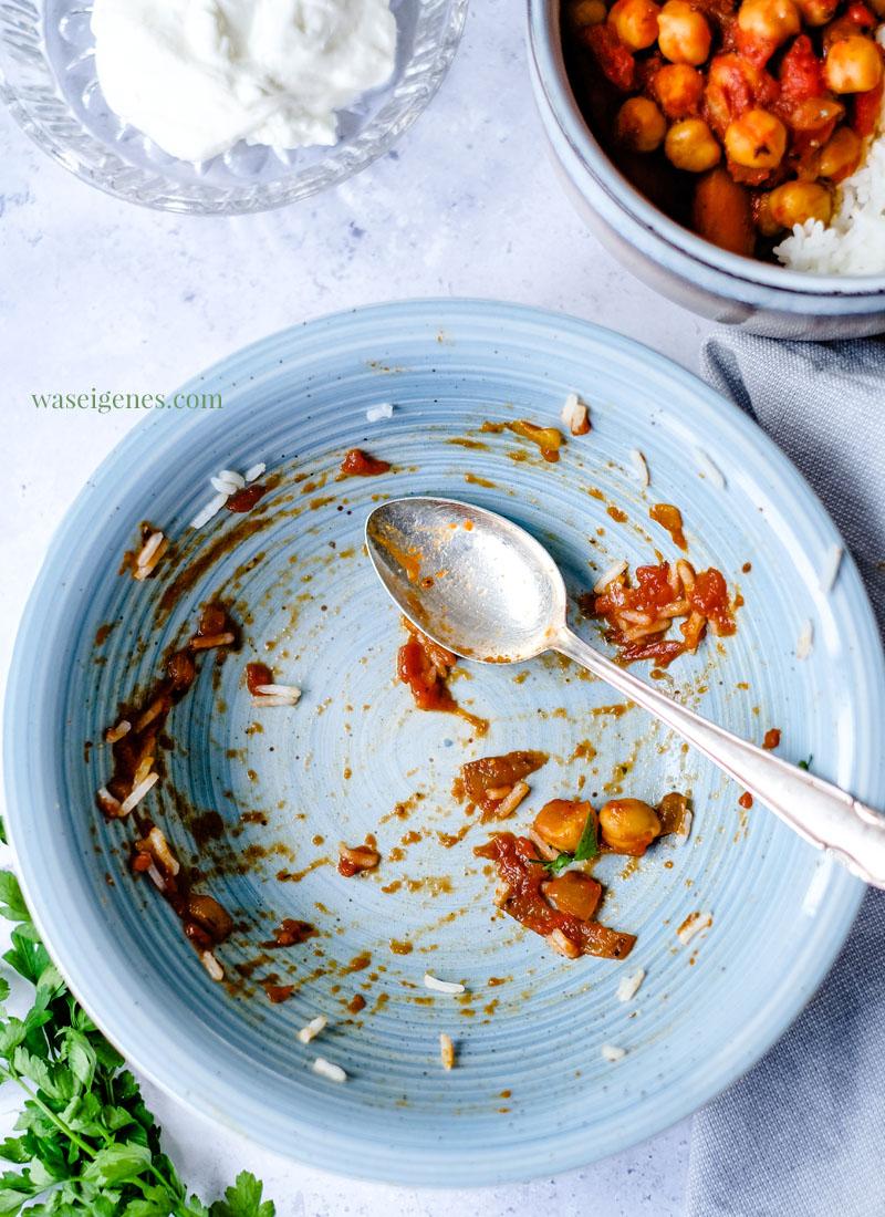 Rezept: Kichererbsen-Curry mit Möhren, Kokosmilch und gehackten Tomaten. Dazu schmeckt: Reis und Naturjoghurt | Was koche ich heute? Rezepte für die Familie | Fix auf dem Tisch | waseigenes.com