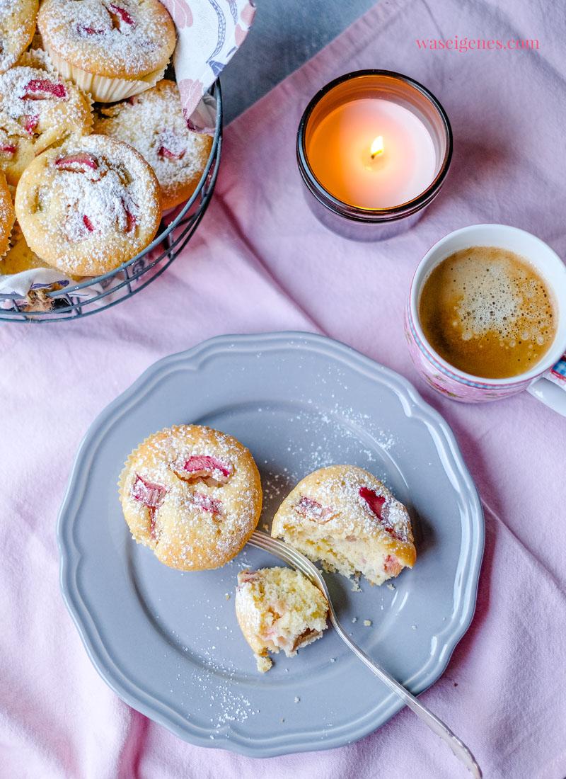 Rezept: Saftige Rhabarber Muffins - schnell und einfach, lecker im Frühling! Was backe ich heute? Rezept auf waseigenes.com