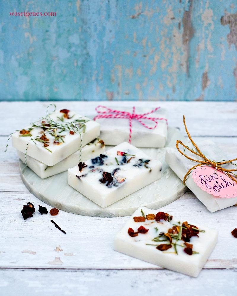 DIY Idee: Seife selber machen mit losem Tee - Rote-Grütze-Früchtete und Apfel-Zitronen-Tee | waseigenes.com