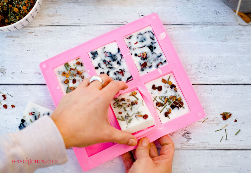 DIY Anleitung: Seife selber machen, Seife selber herstellen mit Früchtetee - Geschenk zum Muttertag | waseigenes.com