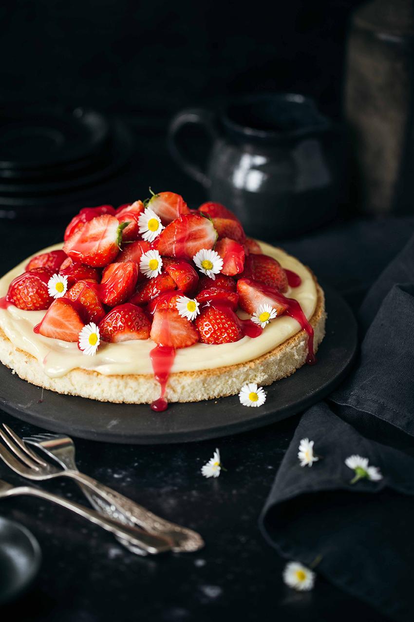 Erdbeer-Biskuitboden-LisaNieschlag