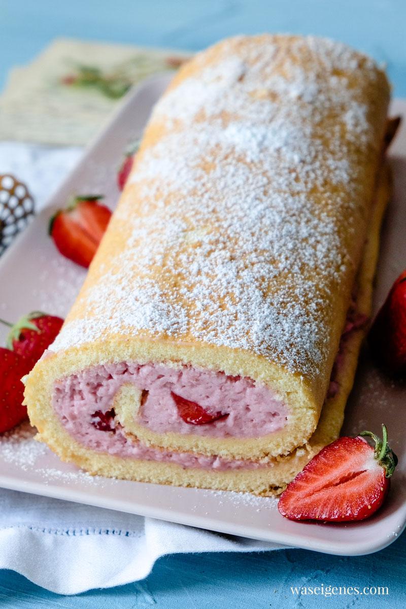 Rezept: Erdbeer Biskuitrolle - locker, luftig, cremig | waseigenes.com