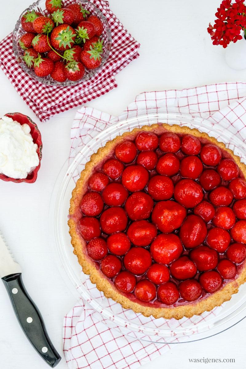 Tortenboden mit Erdbeeren - Rezept für einen einfachen Mürbeteig Tortenboden | waseigenes.com
