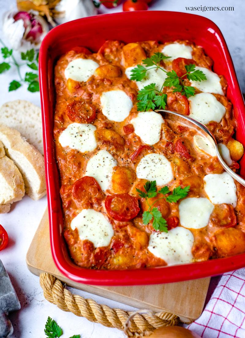 Rezept: Gnocchi Auflauf mit Tomaten und Mozzarella | schnell und einfach | waseigenes.com