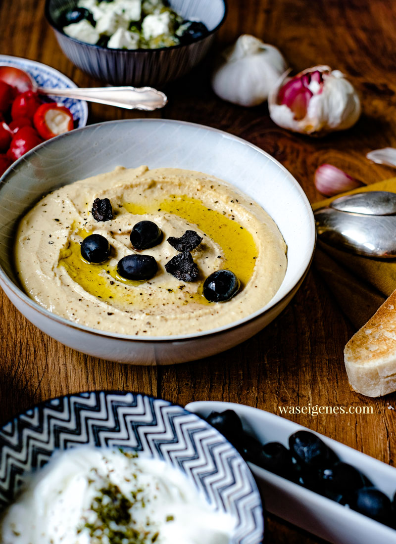 Super lecker: Rezept für einen Hummus mit roten Linsen | Was ist in Hummus drin? Was schmeckt zu Hummus? | waseigenes.com