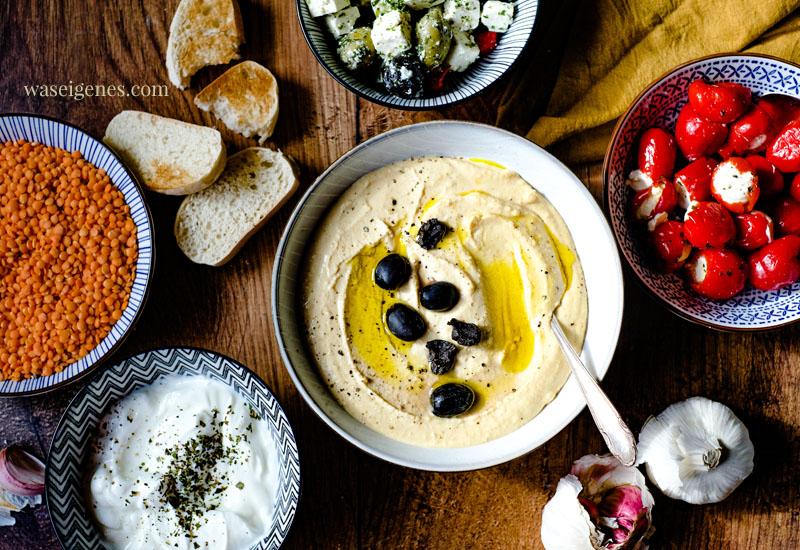 Rezept: Rote Linsen Hummus mit Oliven | Was ist in Hummus drin? Was schmeckt zu Hummus? | waseigenes.com