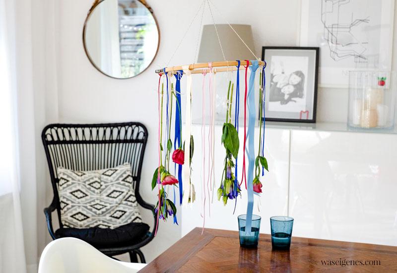 DIY Blumen Mobile - eine hängende Dekoration zur Sommersonnenwende/ Midsommar oder Mitsommer | waseigenes.com