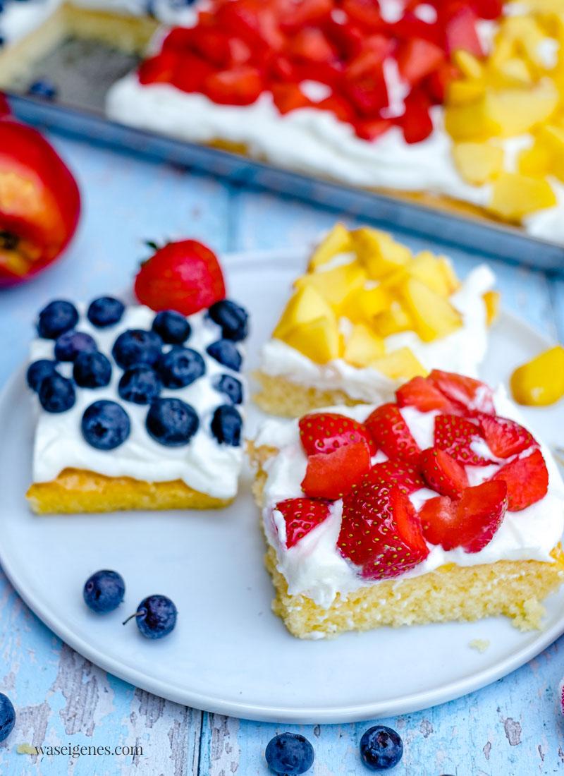 Rezept: Fantakuchen mit Blaubeeren, Erdbeeren und Nektarinen | Deutschland-Kuchen zur EM oder WM - schneller Obstkuchen, saftig, locker, cremig und fruchtig | waseigenes.com