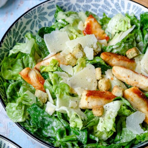 Rezept: Caesar Salad - ein beliebter Salat-Klassiker mit einem köstlichen cremig-würzigem Dressing   waseigenes.com