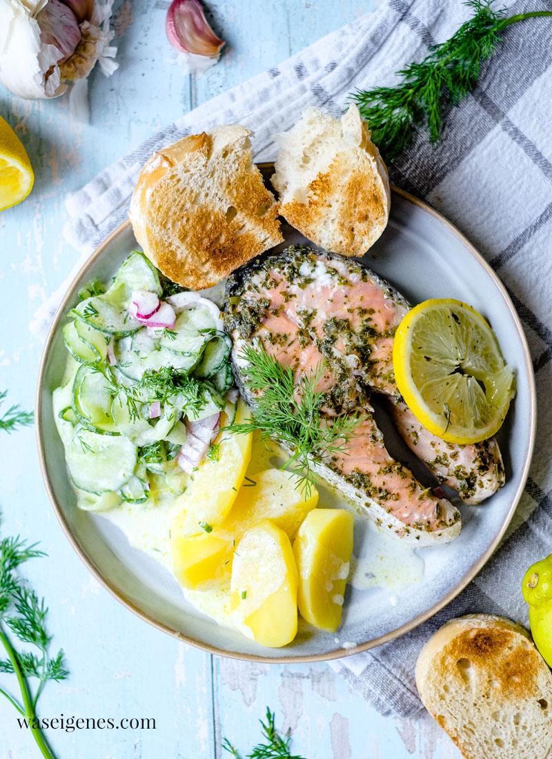 Rezept: Gegrillter Lachs mit Gurkensalat & Kartoffeln | Zitronen-Kräuter-Marinade | waseigenes.com | Bine Güllich | Was koche ich heute?