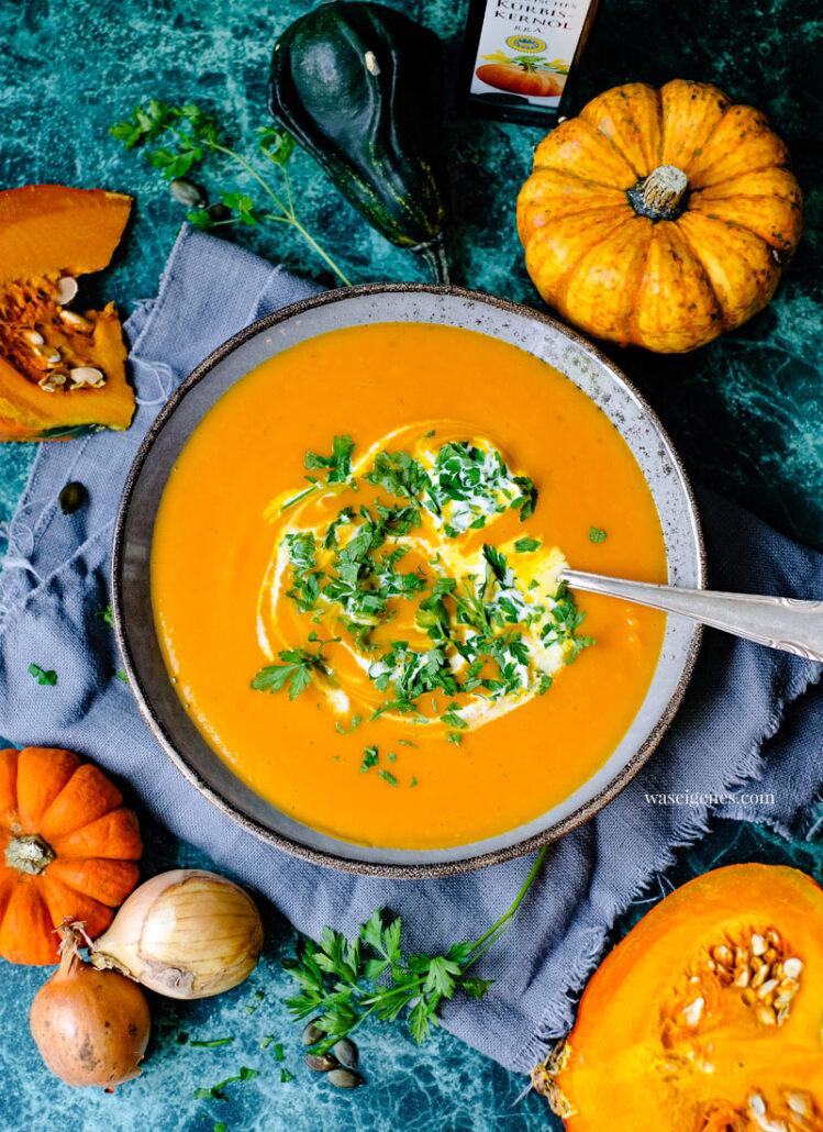 Rezept: Klassische Kürbissuppe mit Zwiebeln, Kartoffeln, Sahne & Petersilie | waseigenes.com - Bine Güllich | Rezepte für jeden Tag, Rezepte mit Kürbis, Suppenrezept