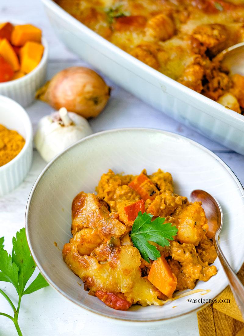 Rezept: Kürbis-Gnocchi-Auflauf mit Hack, Curry, Schmand-Soße und überbackenem Mozzarella | waseigenes.com - Bine Güllich | Rezepte für die Familie, Rezepte für jeden Tag, Was koche ich heute?
