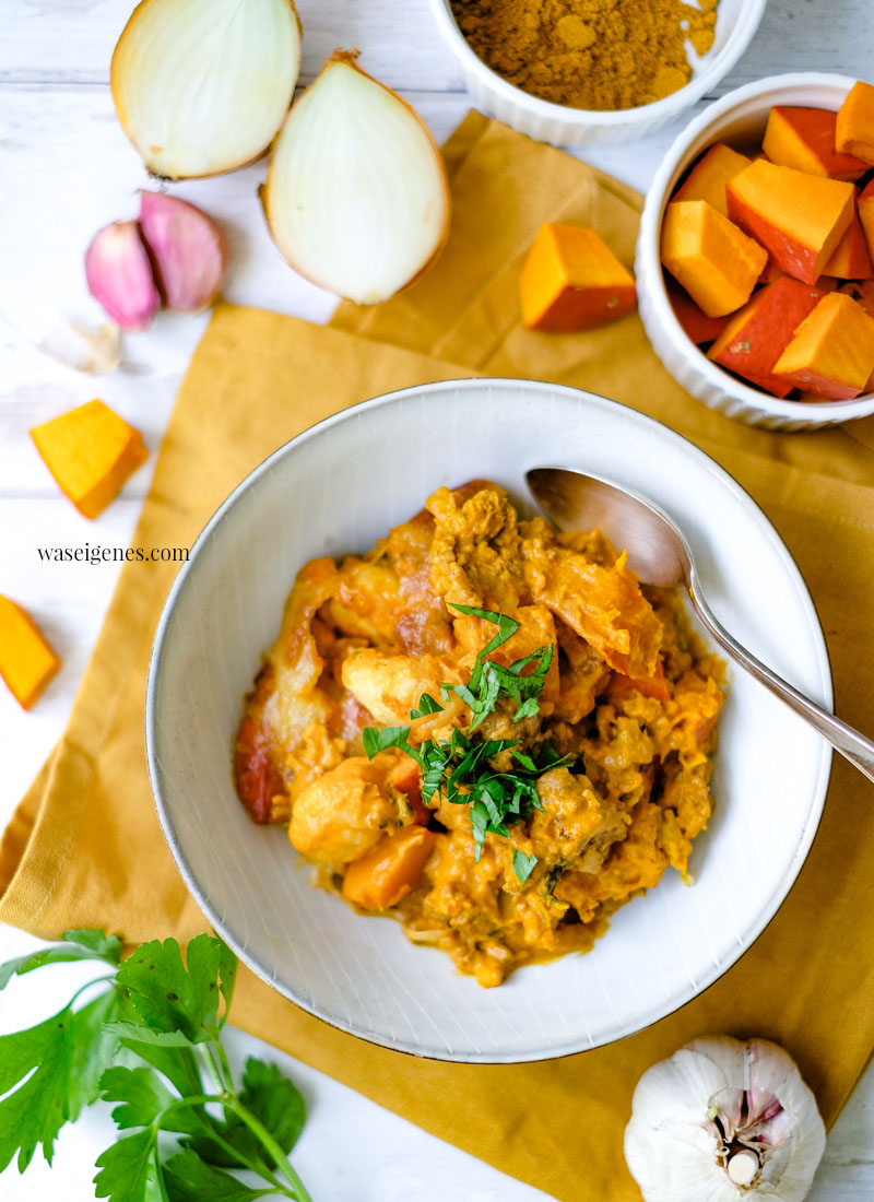 Rezept: Kürbis Gnocchi Auflauf mit Hack, Curry, Schmand-Soße und überbackenem Mozzarella | waseigenes.com - Bine Güllich | Rezepte für die Familie, Rezepte für jeden Tag, Was koche ich heute?