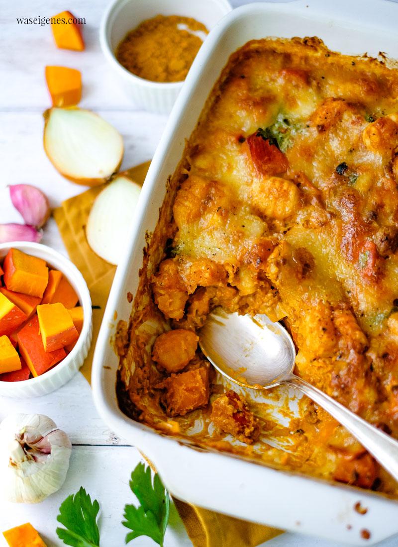Rezept: Kürbis-Gnocchi-Auflaufmit Hack, Curry, Schmand-Soße und überbackenem Mozzarella | waseigenes.com - Bine Güllich | Rezepte für die Familie, Rezepte für jeden Tag, Was koche ich heute?