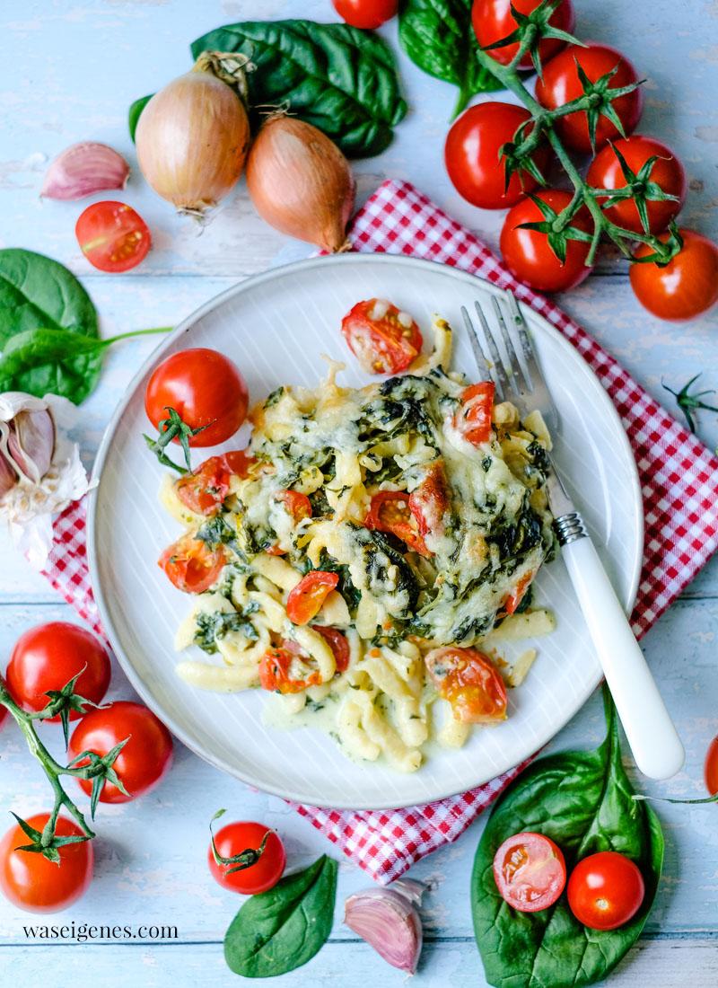 Rezept: Spätzleauflauf mit Blattspinat und Kirschtomaten | waseigenes.com - Bine Güllich | Rezepte für jeden Tag, Rezepte für die Familie, Was koche ich heute?, vegetarisch