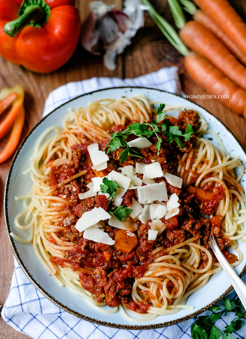 Rezept: Spaghetti Bolognese   Spaghetti mit Hackfleischsoße   waseigenes.com - Bine Güllich   Schnelle und einfache Rezepte für jeden Tag   waseigenes.com